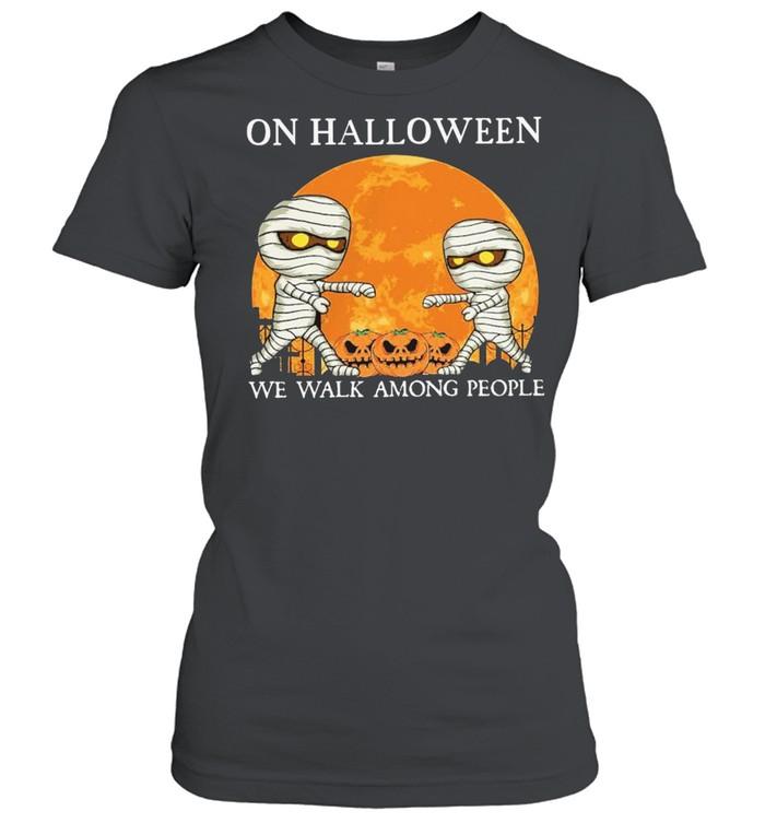 Mummies on Halloween we walk among people Halloween shirt Classic Women's T-shirt